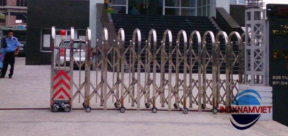 Cổng xếp inox 002